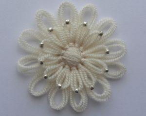 motif-makinesi-ile-incili-çiçek-yapımı