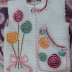 Tunus İşi Çiçek İşlemeli Kız Bebek Yeleği