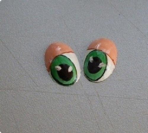Plastik kaşıktan oyuncak göz yapım