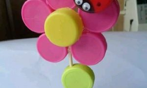 Plastik Kapaklardan Çiçek ve Uğur Böceği Yapımı