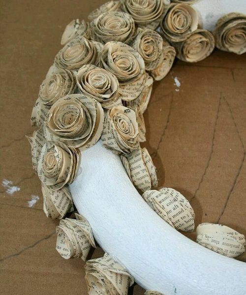 Gazete Kağıdından Çiçekli Kapı Süsü Yapımı