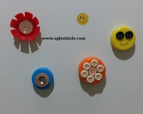 Plastik Şişe Kapağı ve Düğmelerle Magnet Yapımı