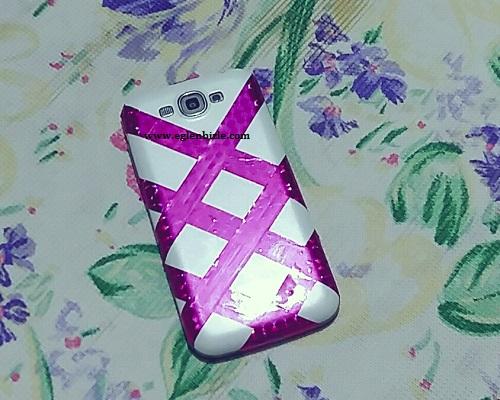 Desenli Bantla Telefon Kapağı Süslemesi