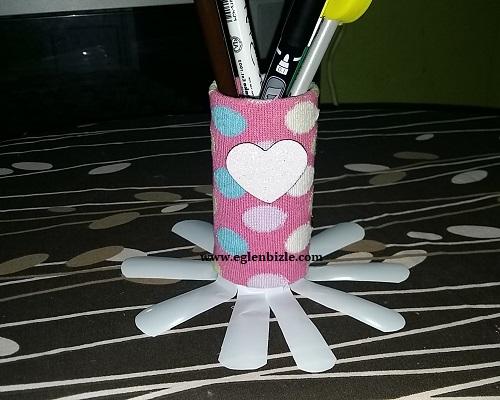 Çorap ve Tuvalet Kağıdı Rulosu ile Kalemlik Yapımı